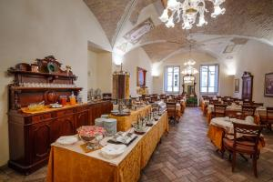 A restaurant or other place to eat at Hotel Fortuna