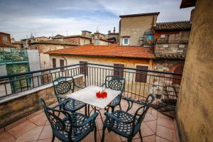 A balcony or terrace at Hotel Fortuna