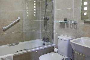 Un baño de Best Western Princes Marine Hotel