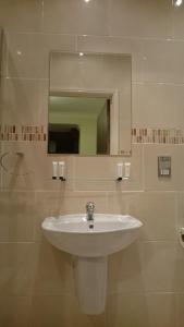 A bathroom at Gateway Express