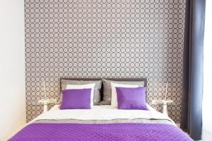 A bed or beds in a room at Tesla Boutique Apartments & Rooms