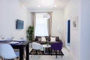 A seating area at Tesla Boutique Apartments & Rooms