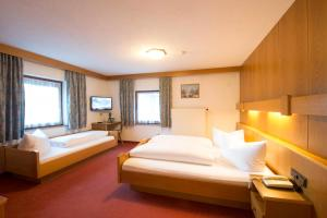Ein Bett oder Betten in einem Zimmer der Unterkunft Garni Mathonerhof
