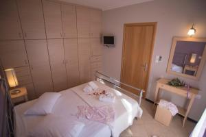 A bed or beds in a room at Villa Theodora