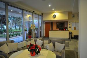 Hol lub recepcja w obiekcie Ośrodek Sanatoryjno - Rehabilitacyjny Perła