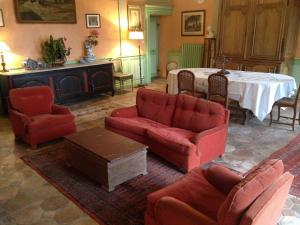 A seating area at Chateau De La Chassaigne