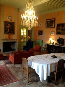 A restaurant or other place to eat at Chateau De La Chassaigne