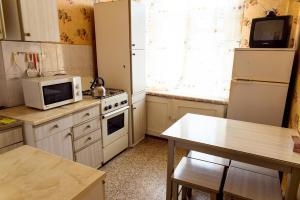 Кухня или мини-кухня в Металлургов 8 Апартаменты Анверс