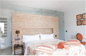 A bed or beds in a room at Allotjament Marjal - Adults Only
