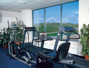 The fitness center and/or fitness facilities at Cambridge Suites Hotel Halifax