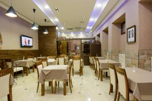 A restaurant or other place to eat at King David Hotel