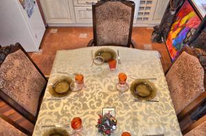 Ресторан / где поесть в Apartment Kamennaya 1