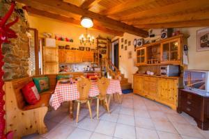Ein Restaurant oder anderes Speiselokal in der Unterkunft La Romantica