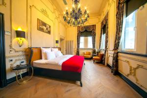 A bed or beds in a room at Nordstern Hotel Galata