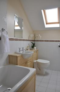 A bathroom at Cherryville House