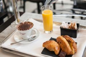 Breakfast options available to guests at Florian Rooms Guest House