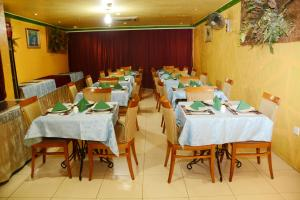 مطعم أو مكان آخر لتناول الطعام في فندق انوار الضيافة
