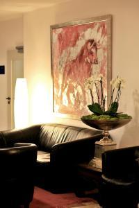 Ein Sitzbereich in der Unterkunft Hotel Ludwig van Beethoven
