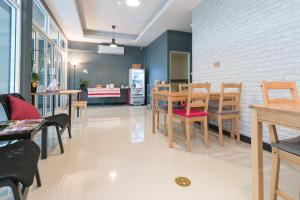 A restaurant or other place to eat at The Little Pig Sukhumvit