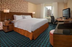 A bed or beds in a room at Fairfield Inn & Suites New York Manhattan/Downtown East