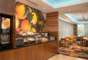 A restaurant or other place to eat at Fairfield Inn & Suites New York Manhattan/Downtown East
