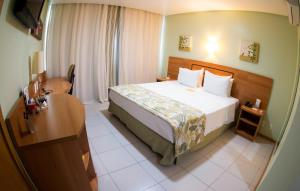 A bed or beds in a room at Comfort Hotel Manaus