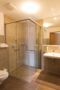 A bathroom at Hotel Lindleinsmühle