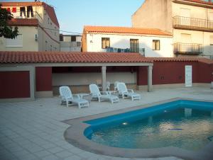 The swimming pool at or near Falcao de Mendonca