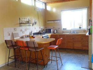 A kitchen or kitchenette at Hillcrest Farmhouse