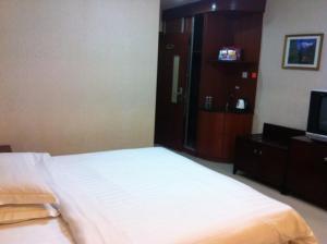 Кровать или кровати в номере Golden Flower Hotel