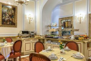 Restaurant ou autre lieu de restauration dans l'établissement Albergo del Senato
