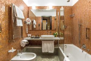 Salle de bains dans l'établissement Albergo del Senato