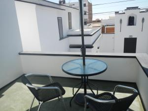 A balcony or terrace at Blue Shark Apartments