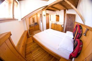 Легло или легла в стая в Дедо Пене