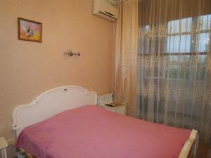 Кровать или кровати в номере Apartment na Kurortnyi Prospekt