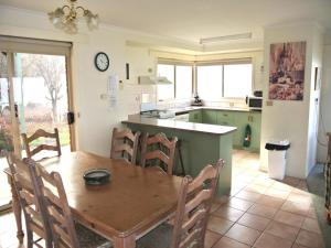 A kitchen or kitchenette at Buckland Valley Views
