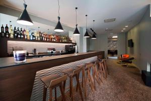 The lounge or bar area at Square Hotel