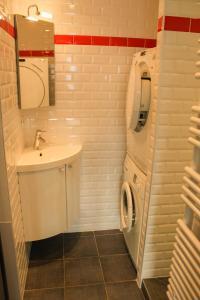 A bathroom at Appartement Centre de Biarritz