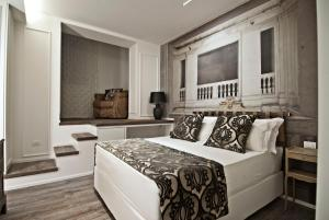 A bed or beds in a room at BDB Luxury Rooms Trastevere Torre