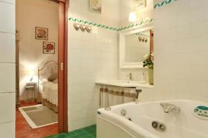 A bathroom at Emy Guest House