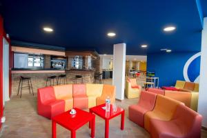 Salon ou bar de l'établissement Hôtel des 4 Ours