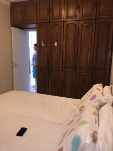A bed or beds in a room at Apartamento Baía Sol