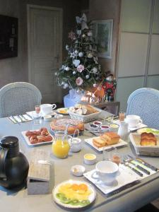 Breakfast options available to guests at Le Mas du Fort
