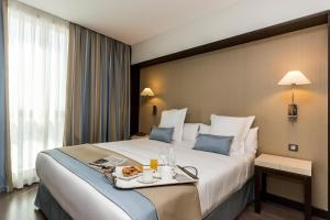 A bed or beds in a room at LCB Hotel Fuenlabrada