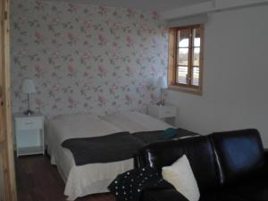 A bed or beds in a room at Gästrum Gnottnehult