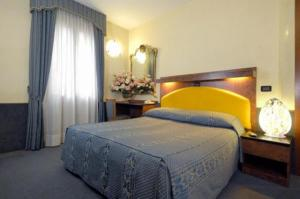 A bed or beds in a room at Atlantide Hotel