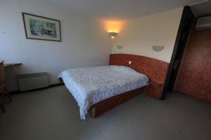 Un ou plusieurs lits dans un hébergement de l'établissement Hotel Restaurant des Lacs