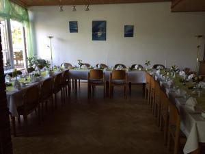Ein Restaurant oder anderes Speiselokal in der Unterkunft Seehotel Ichlim