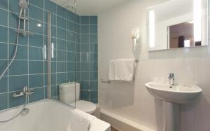 A bathroom at Est Hotel