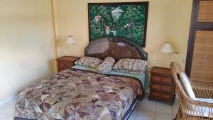 Postel nebo postele na pokoji v ubytování Ayu Taman Sari
